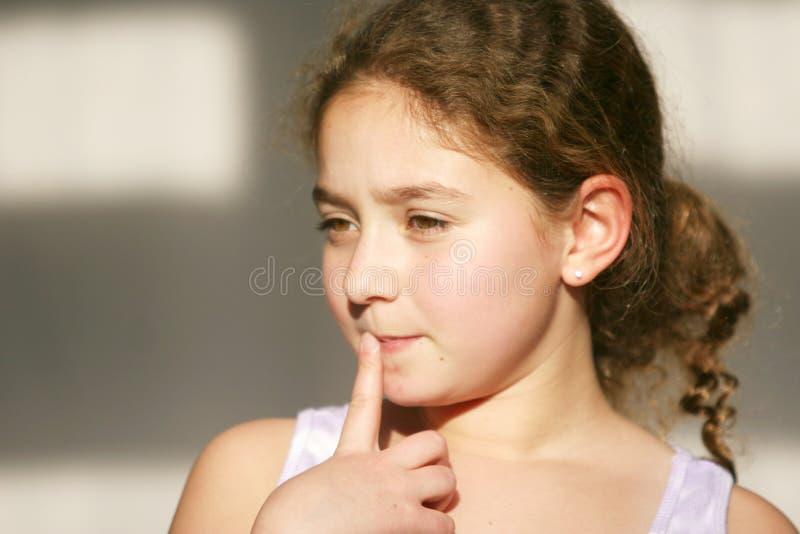 Pensamiento lindo de la muchacha fotos de archivo