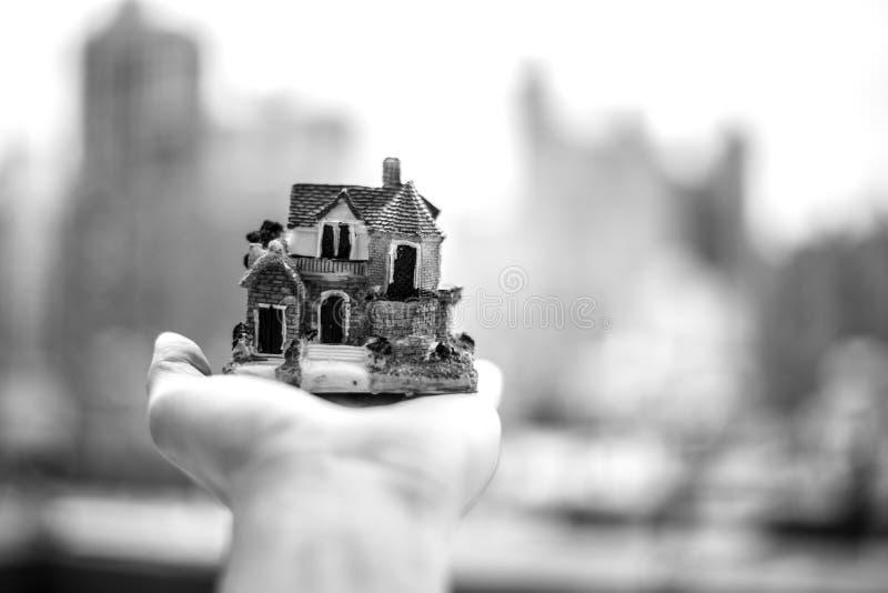 Pensando alla mia casa sognata fotografia stock libera da diritti