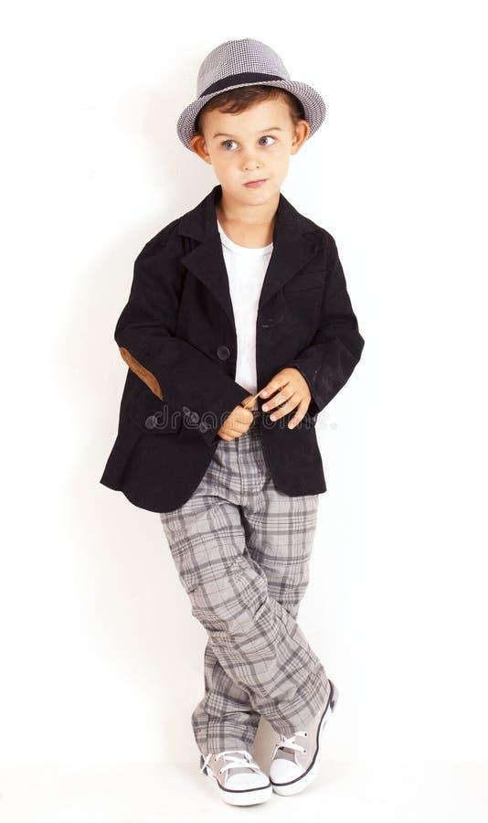 Pensativo refresque al niño pequeño bastante con estilo fotografía de archivo
