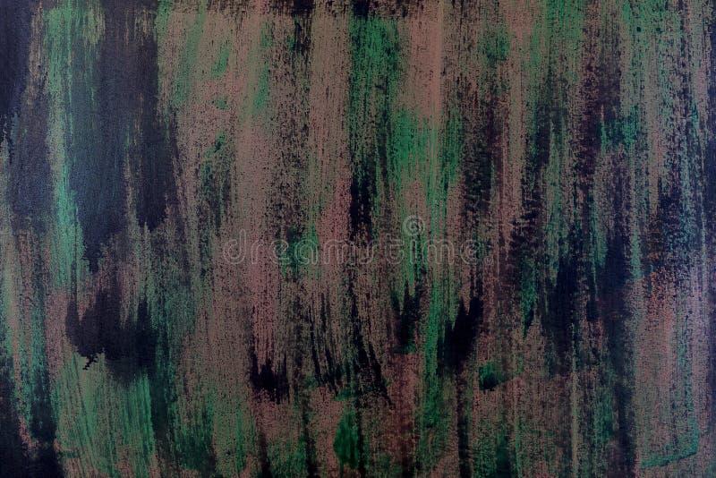 Penseelstreken met dikke verf in schaduwen van groen, blauw, purper op oude houten textuur royalty-vrije stock afbeelding