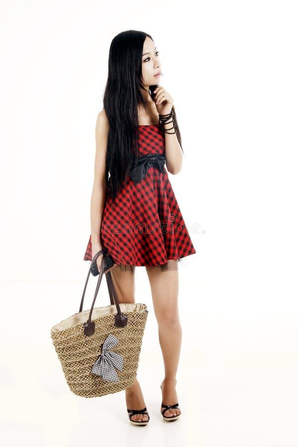 penser asiatique d'achats de fille photographie stock