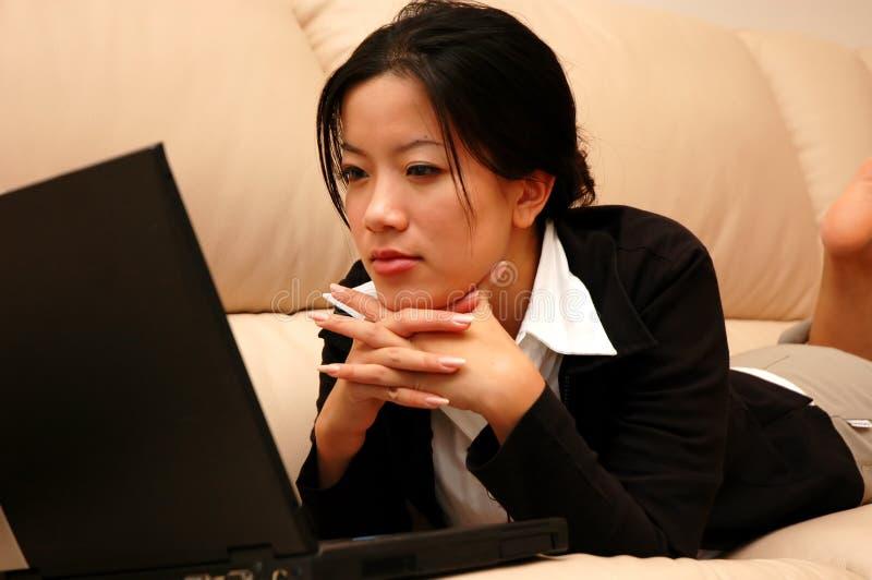 Download Penser de femme image stock. Image du lifestyle, asiatique - 736177