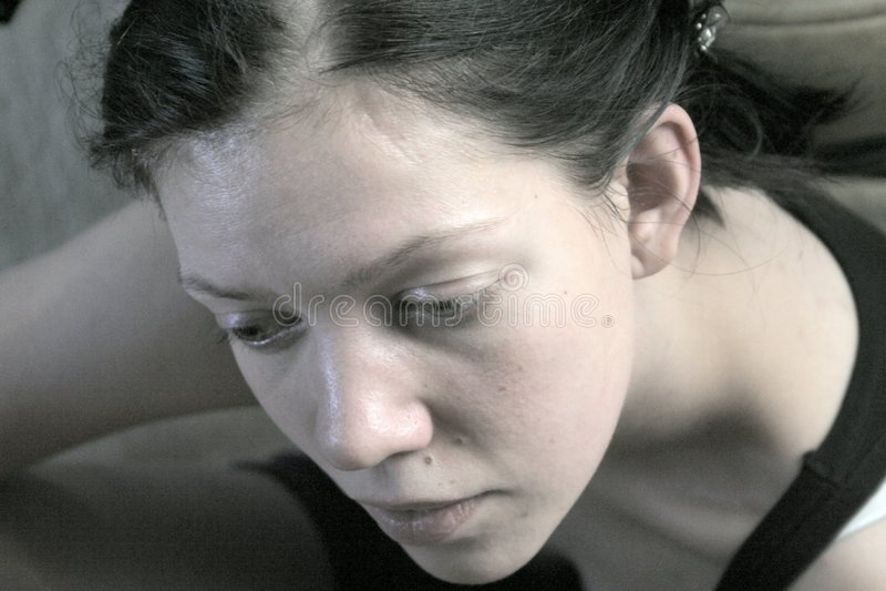 Penser de jeune femme photo libre de droits