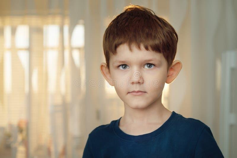 Penser de petit garçon Concept médical sain photographie stock libre de droits