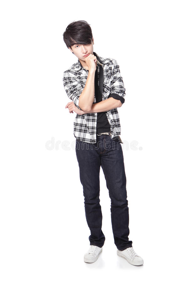 Penser occasionnel de jeune homme photographie stock