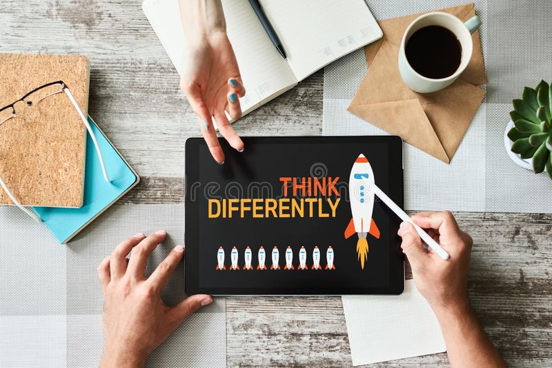 Pensez différemment, esprit en dehors de la boîte, la créativité, concept d'innovation sur l'écran illustration libre de droits
