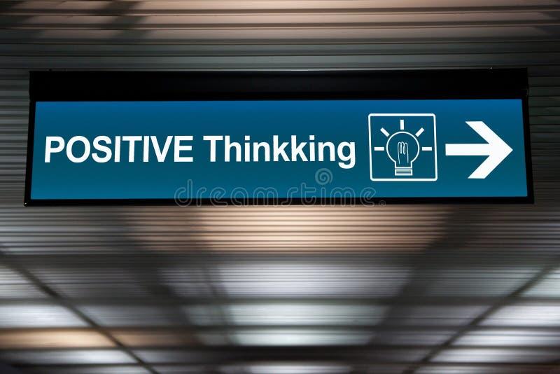 Pensez le concept positif pensée positive de signe avec l'ampoule illustration libre de droits
