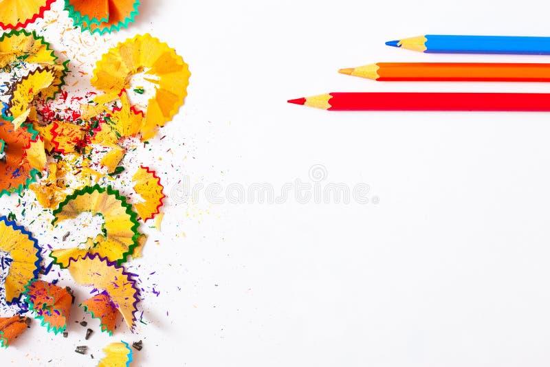Pensils und Schnitzel auf Weiß stockfotos
