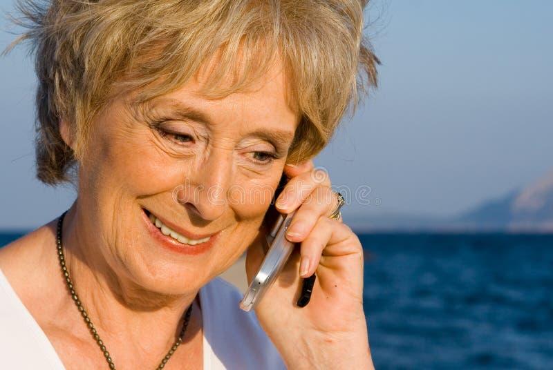 pensionär för celltelefon royaltyfri foto