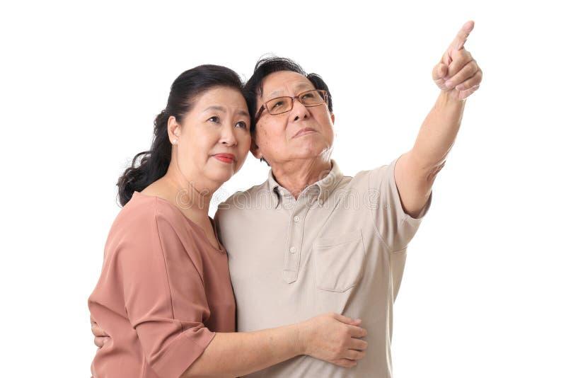 Pensionären kopplar ihop arkivfoton