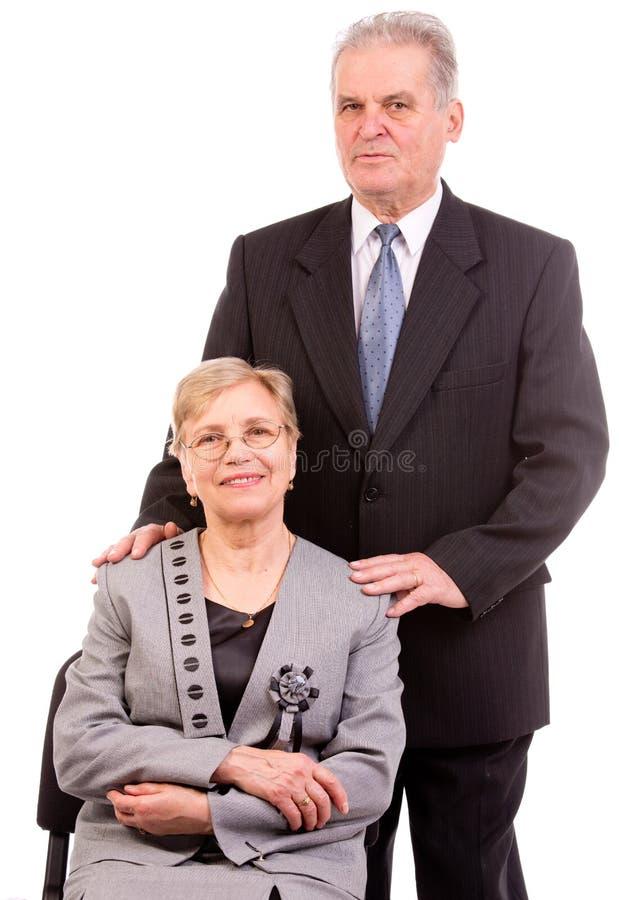 Pensionären kopplar ihop tillsammans lodlinje royaltyfri foto