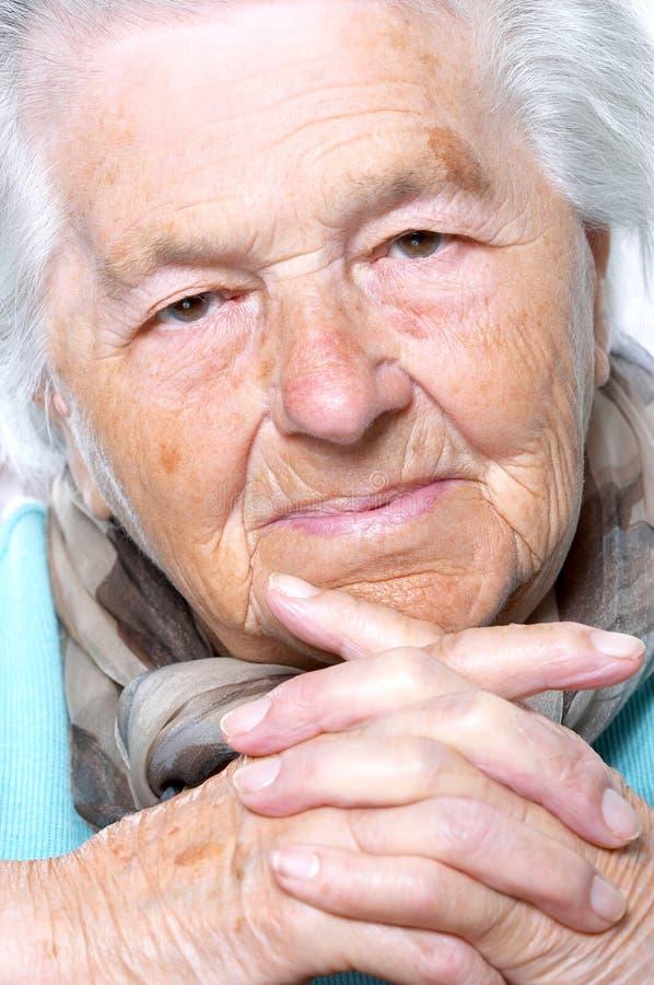 pensionärkvinna för stående s fotografering för bildbyråer