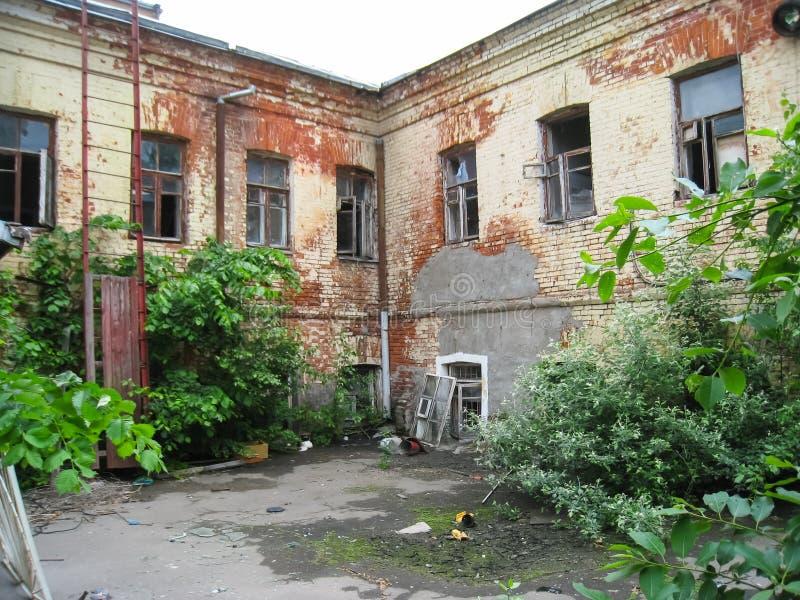 Pension abandonnée dans Khamovniki, un vieux bâtiment historique abandonné image libre de droits