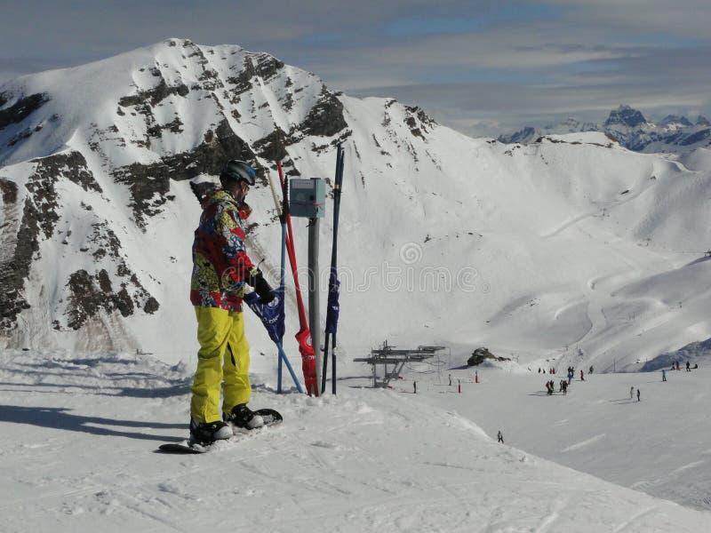 Pensionante Colorfully vestito della neve immagini stock libere da diritti