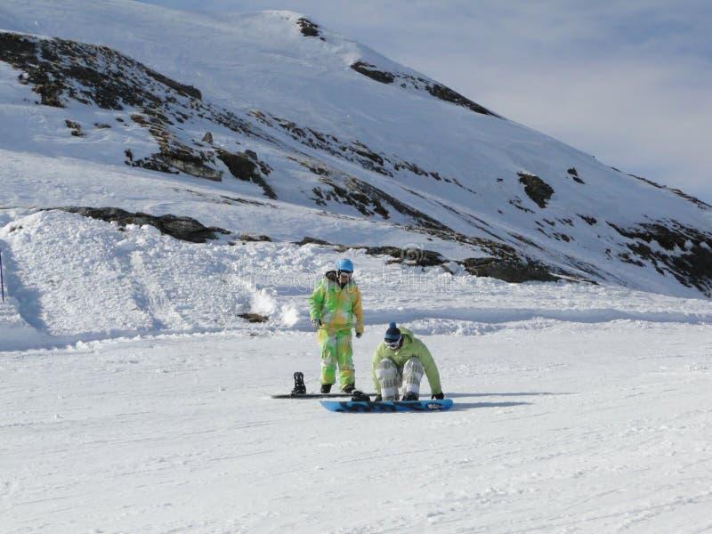 Pensionante Colorfully vestito della neve fotografia stock libera da diritti