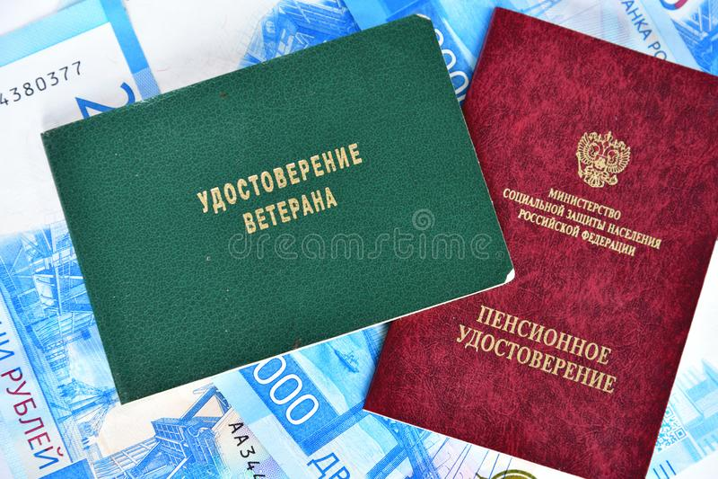 Pensionera certifikatet av departementet av socialt skydd av befolkning och certifikatet av veteran, Ryssland arkivbilder