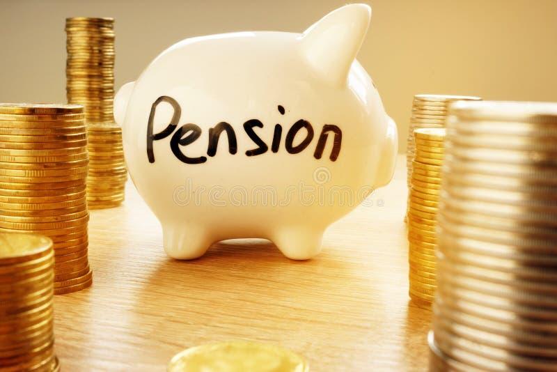 Pensioneringsplan Spaarvarken met woordpensioen stock afbeeldingen