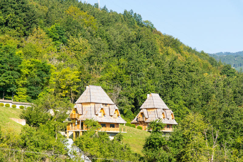 Pensioni per i turisti nelle alpi di Dinaric in Serbia fotografie stock libere da diritti