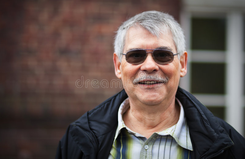 Pensionista feliz imagem de stock royalty free