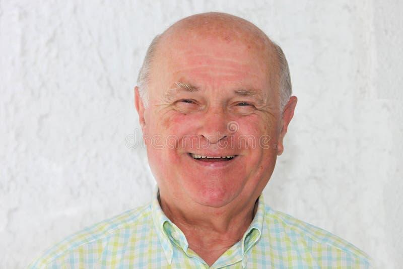 Pensionista positivo feliz foto de stock