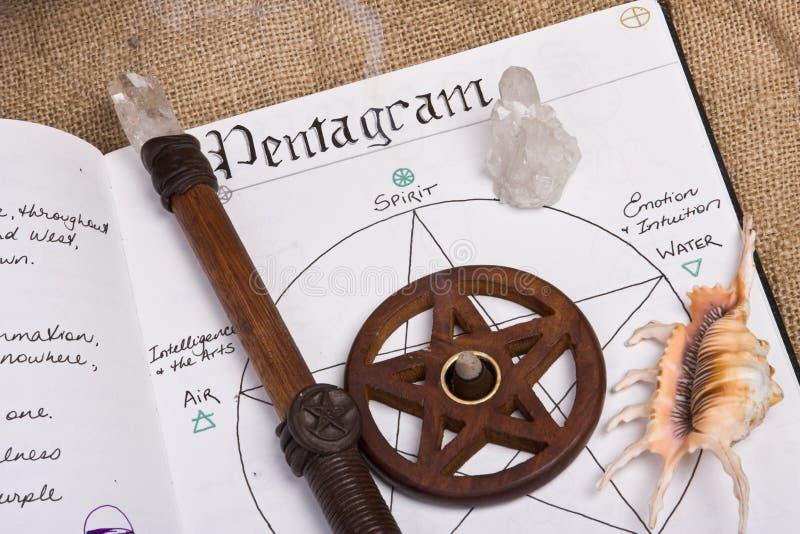 Pentagram - libro de las sombras Wicca fotografía de archivo