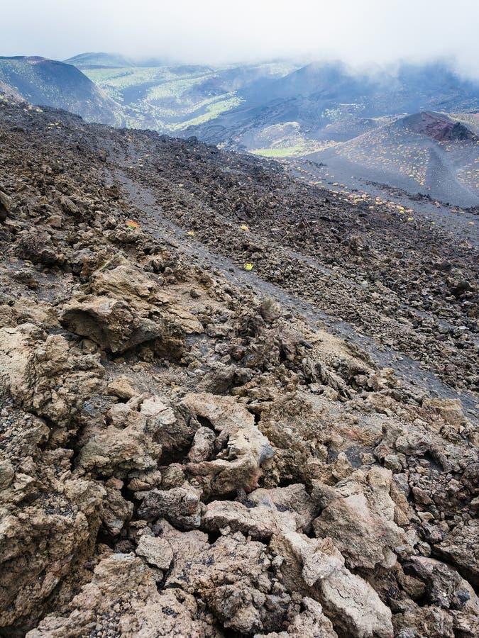Pente avec le gisement de lave durci sur le mont Etna photos stock