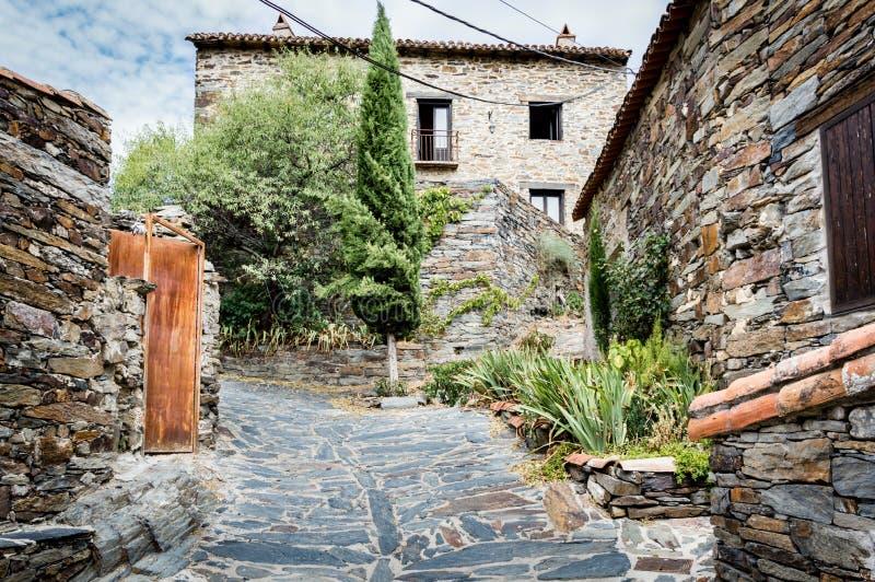 Download Pente dans le village photo stock. Image du tranquillité - 76087210