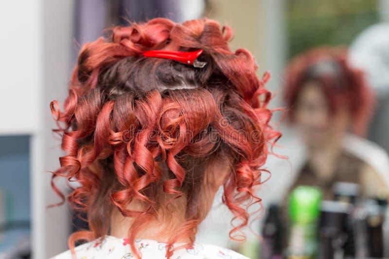 Penteados do casamento com o véu no salão de beleza fotos de stock royalty free