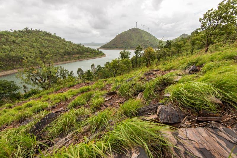 Pentes balayées par le vent près de barrage de Vani Vilas Sagar, Karnataka photos stock