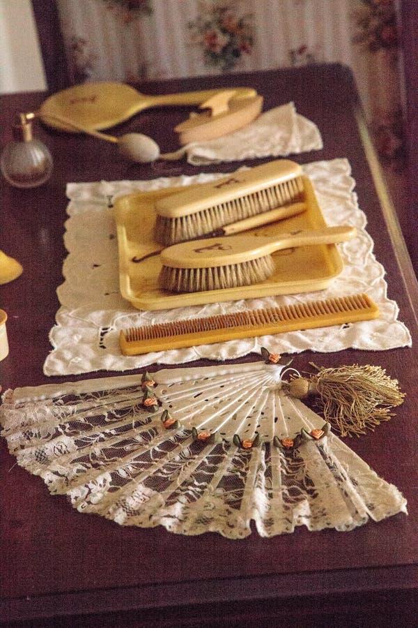 Pentes, escovas e um fã na corte 1904 planetária, Berthaldine Sterling Boomer Room imagem de stock