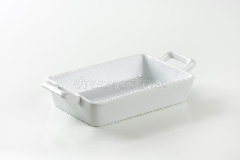 Pentola delle lasagne al forno della porcellana immagini stock libere da diritti