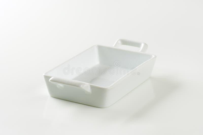 Pentola delle lasagne al forno della porcellana immagini stock