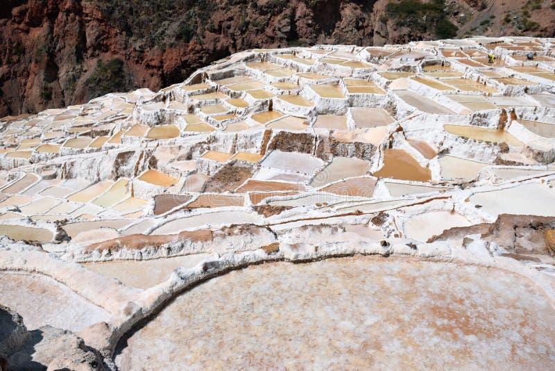 Pentole a terrazze del sale, Perù immagini stock libere da diritti