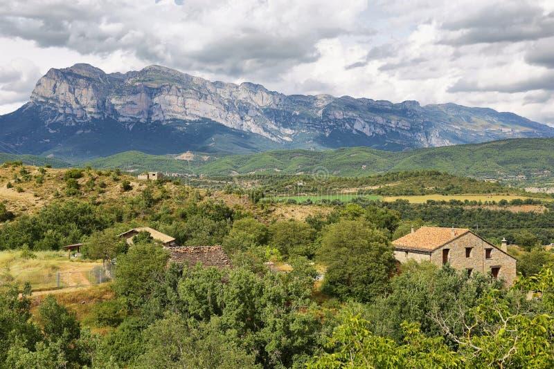 Penya Montanyesa no Aragonese Pyrenees, Espanha fotografia de stock