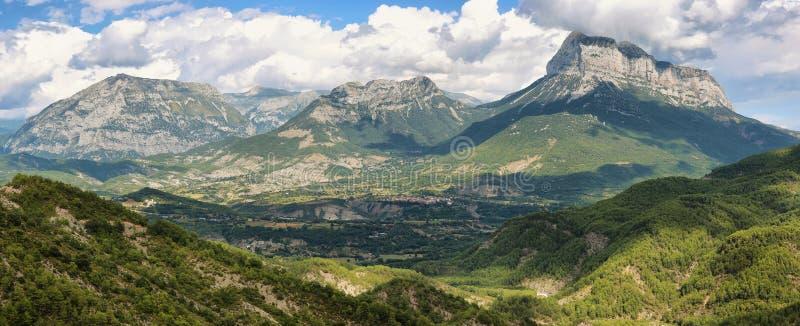 Penya Montanyesa no Aragonese Pyrenees, Espanha imagem de stock