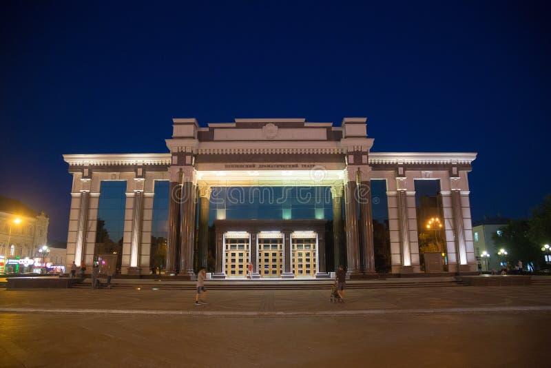 Penza, Rusland - Augustus 08, 2016: Het moderne Theater van het de bouwpenza Regionale Drama bij nacht royalty-vrije stock foto's