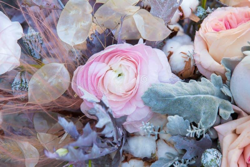 Peonía rosada en cierre hermoso del ramo para arriba Fondo floral foto de archivo libre de regalías
