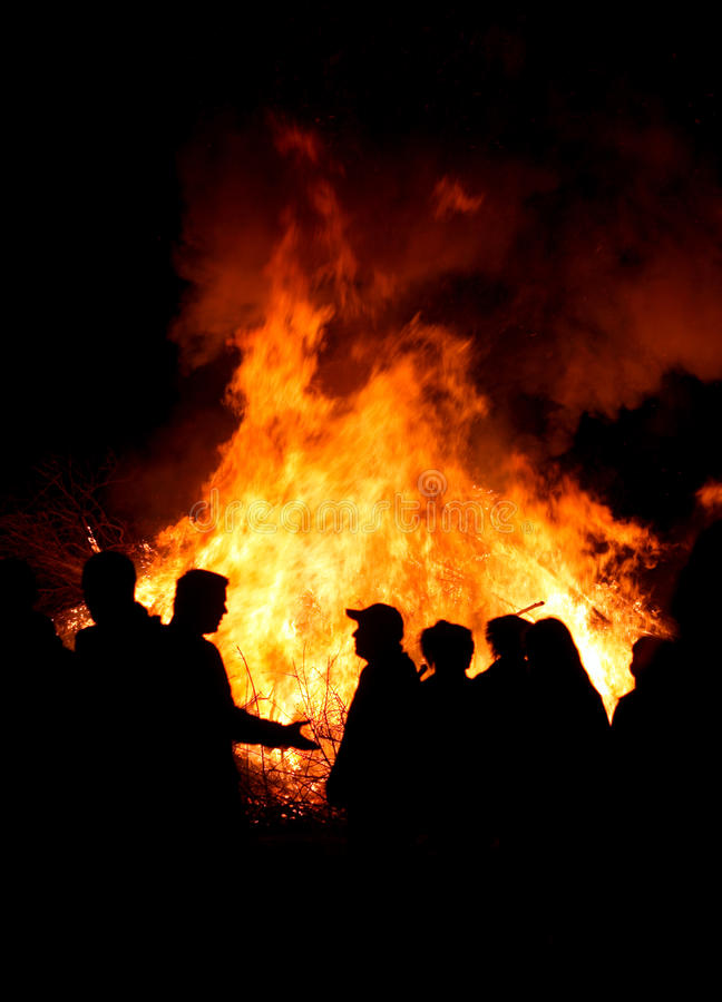 Free People At A Bonfire Royalty Free Stock Images - 13574569
