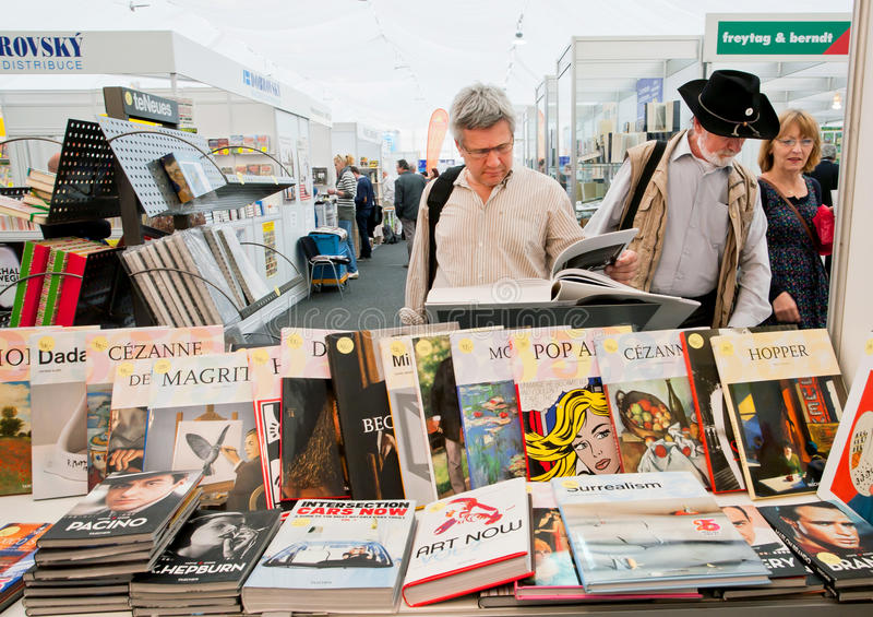 Download People Choose Art And Photo Books At The Book Market Editorial Photography - Image: 41419997