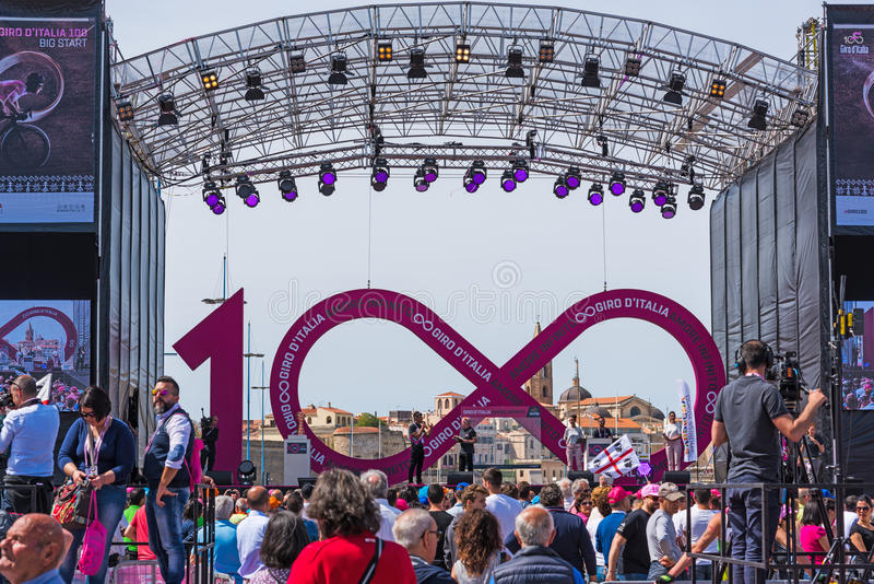 People By Giro D`Italia Stage In Alghero Seafront Editorial Image - Image  of person, challenge: 92826890