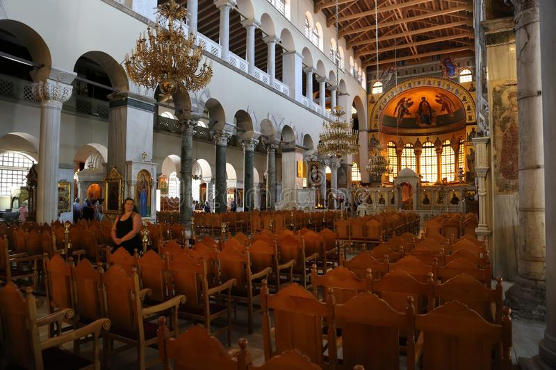 People inside Church of Saint Demetrios in Thessaloniki, Greece royalty-vrije stock foto