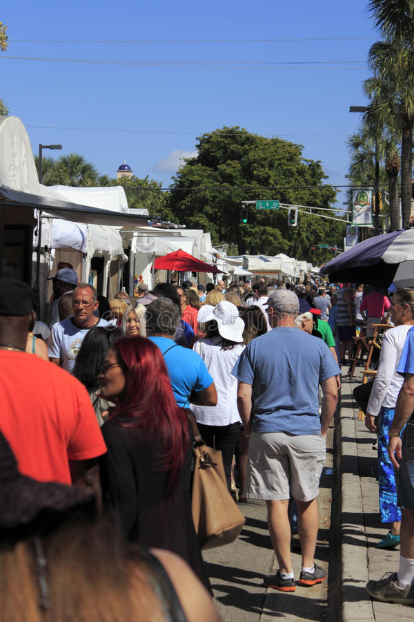 Download People At Las Olas Art Fair Editorial Stock Image - Image of artisan, affordable: 39504909