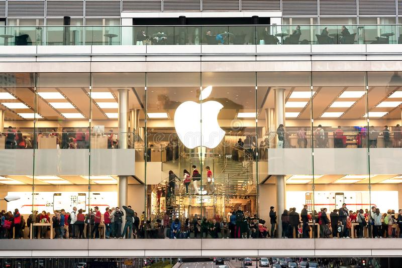 People shopping in Apple megastore during Christmas holidays royalty free stock photos