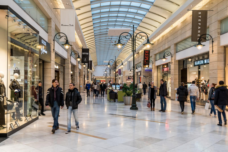 People Shopping For Christmas In Luxury Shopping Mall royalty free stock photos