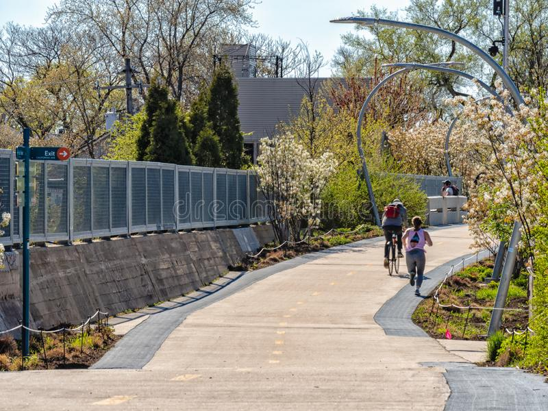 People using The 606 Bloomingdale trail for exercise and commuting. Streets of Chicago stock photography