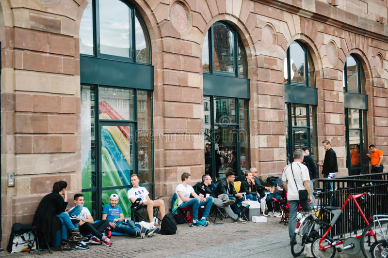 People waiting for the new iPhone launch. STRASBOURG, FRANCE - SEPTEMBER 18, 2014: People waits in line for the launch of the new iPhone 6 and iPhone 6 Plus in royalty free stock photography