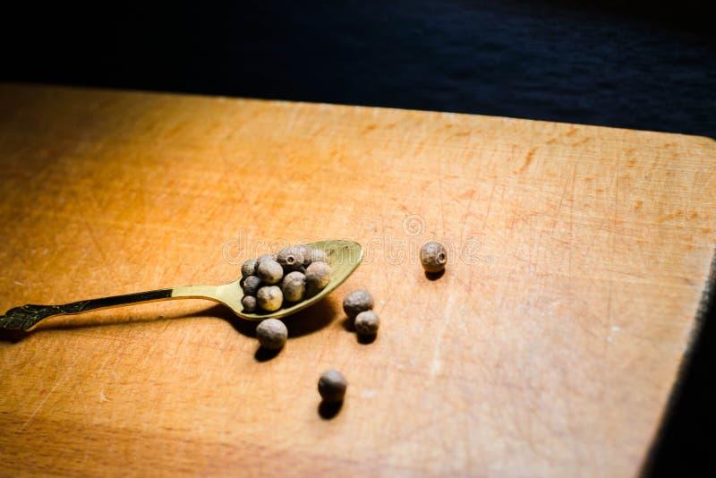 Peper op een Lepel stock afbeeldingen