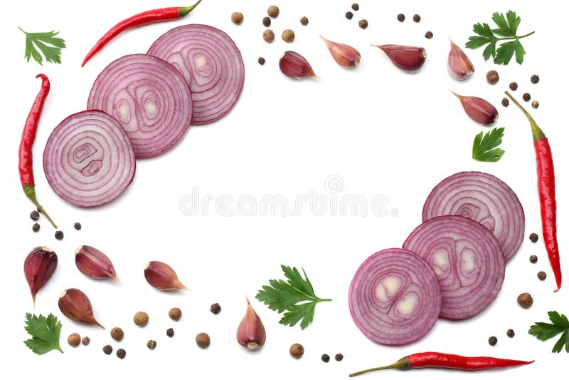 Peper van de mengelings de roodgloeiende Spaanse peper met peterselie en gesneden die komkommer en knoflook op witte hoogste meni vector illustratie