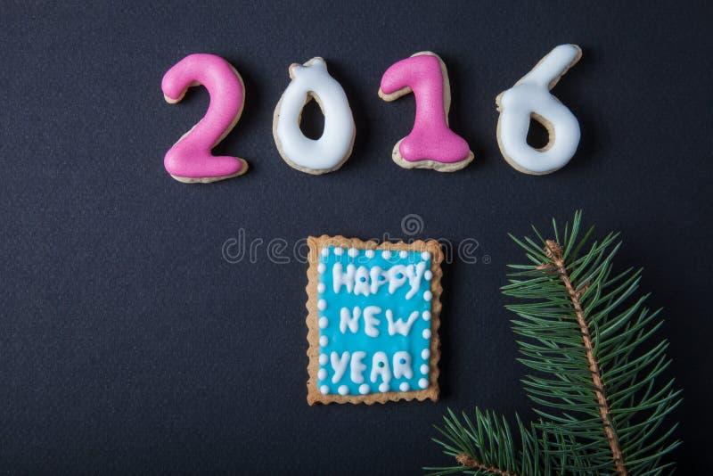 Peperkoek eigengemaakte koekjes met suikerglazuur en Kerstmisboom branc royalty-vrije stock foto's