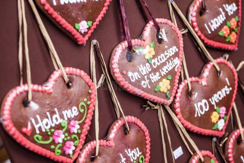 Peperkoek het hangen bij de Kerstmismarkt in Polen royalty-vrije stock foto